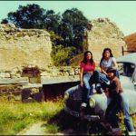 filles et ruines